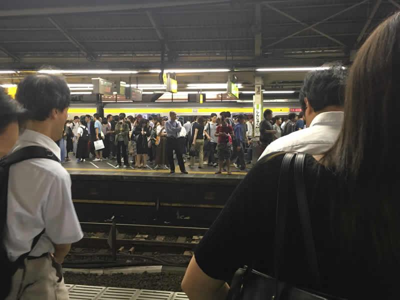 新宿駅にて「こんなだったコロナ前の日常」